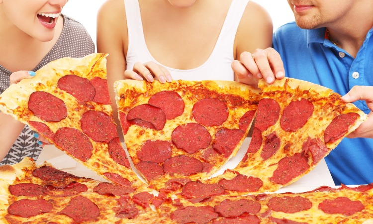 How Many Large Pizzas For 20 People You Should Prepare?