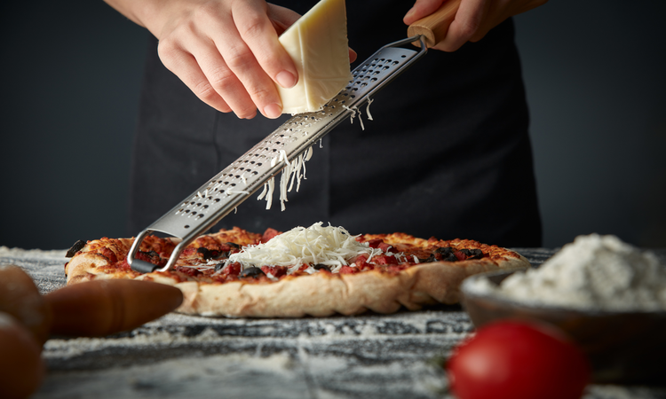 How Much Cheese Is On A Pizza? – How Cheesy Should It Get