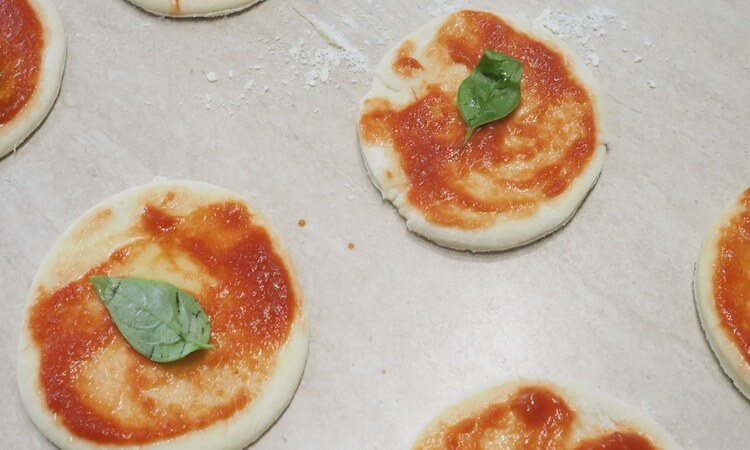 How To Make English Muffin Pizza By Yourself
