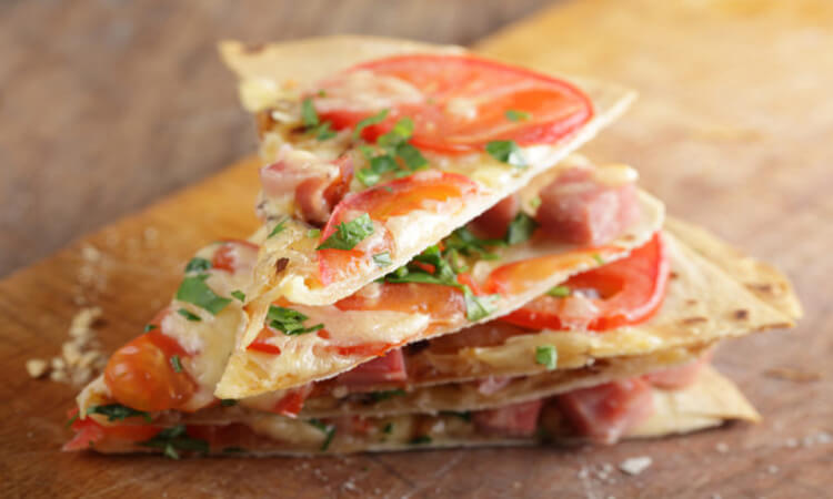 How-To-Make-Tortilla-Pizza-A-Healthier-Option