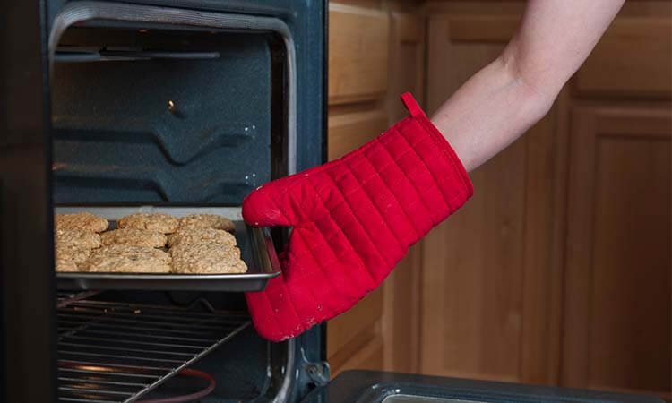 The 7 Best Oven Gloves For Your Kitchen