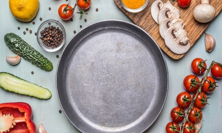 The-7-Best-Stainless-Steel-Pizza-Pans-For-Prepping-Pizza