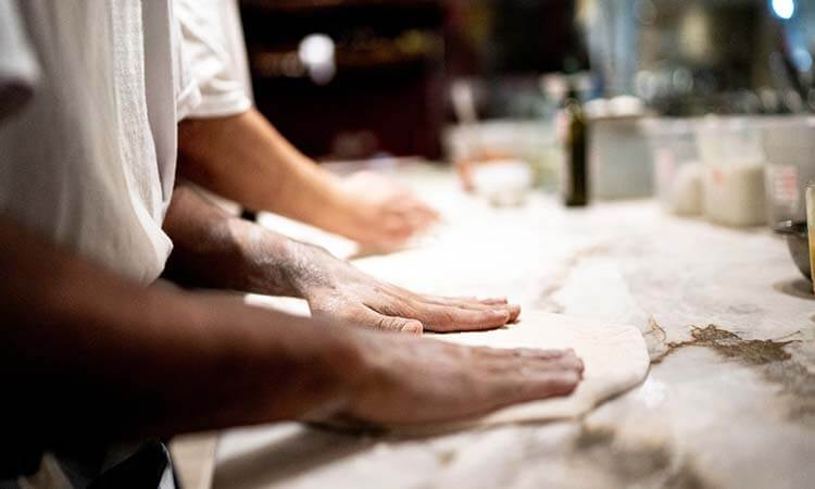 How-To-Roll-Out-Pizza-Dough-Without-A-Rolling-Pin